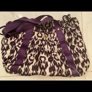 Lulu lemon duffel bag